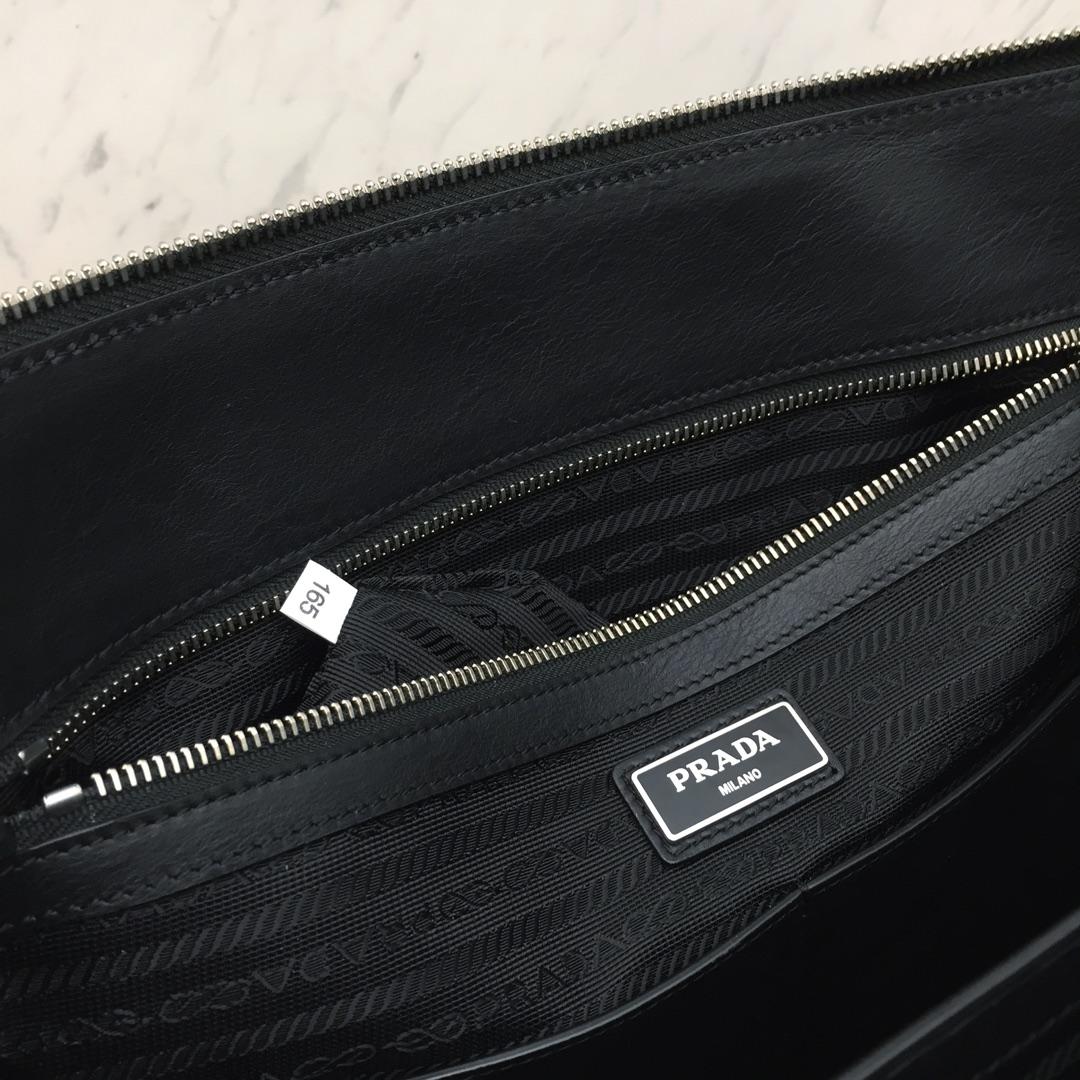 P家最新款公文包2VG039 进口意大利牛皮 十字纹 内衬标识里布 lampo拉链