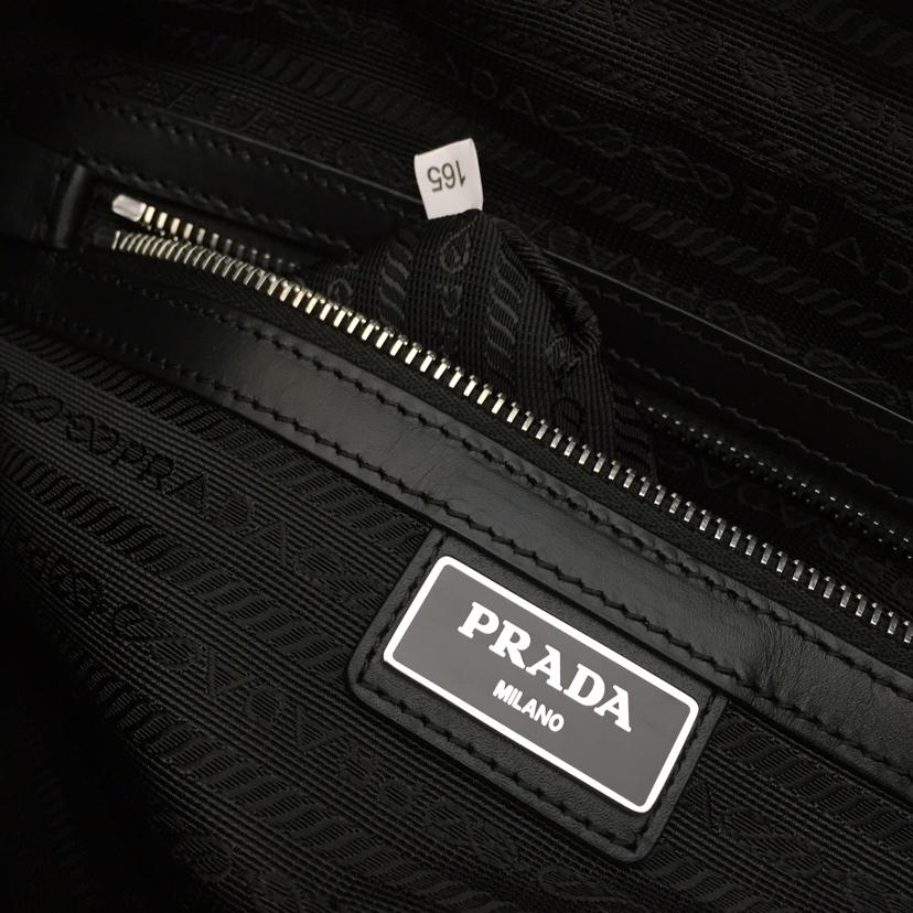 P家新款 最新斜挎男包2VH060 进口牛皮摔纹 拼条设计 原单五金