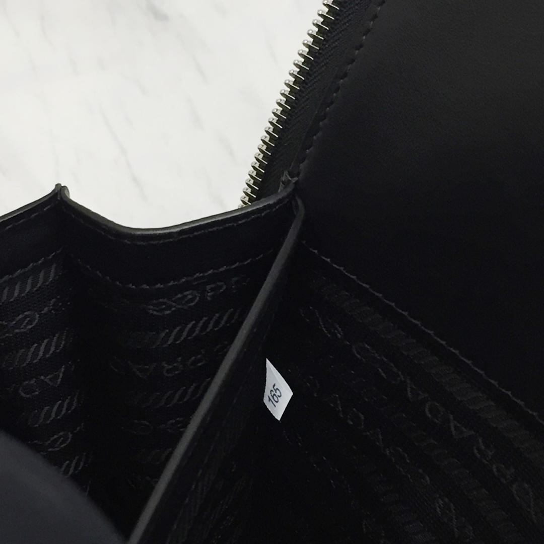 最新款超薄的Saffiano公文包2VN006 粗十字纹意大利原厂皮 风箱式侧边 枪色五金