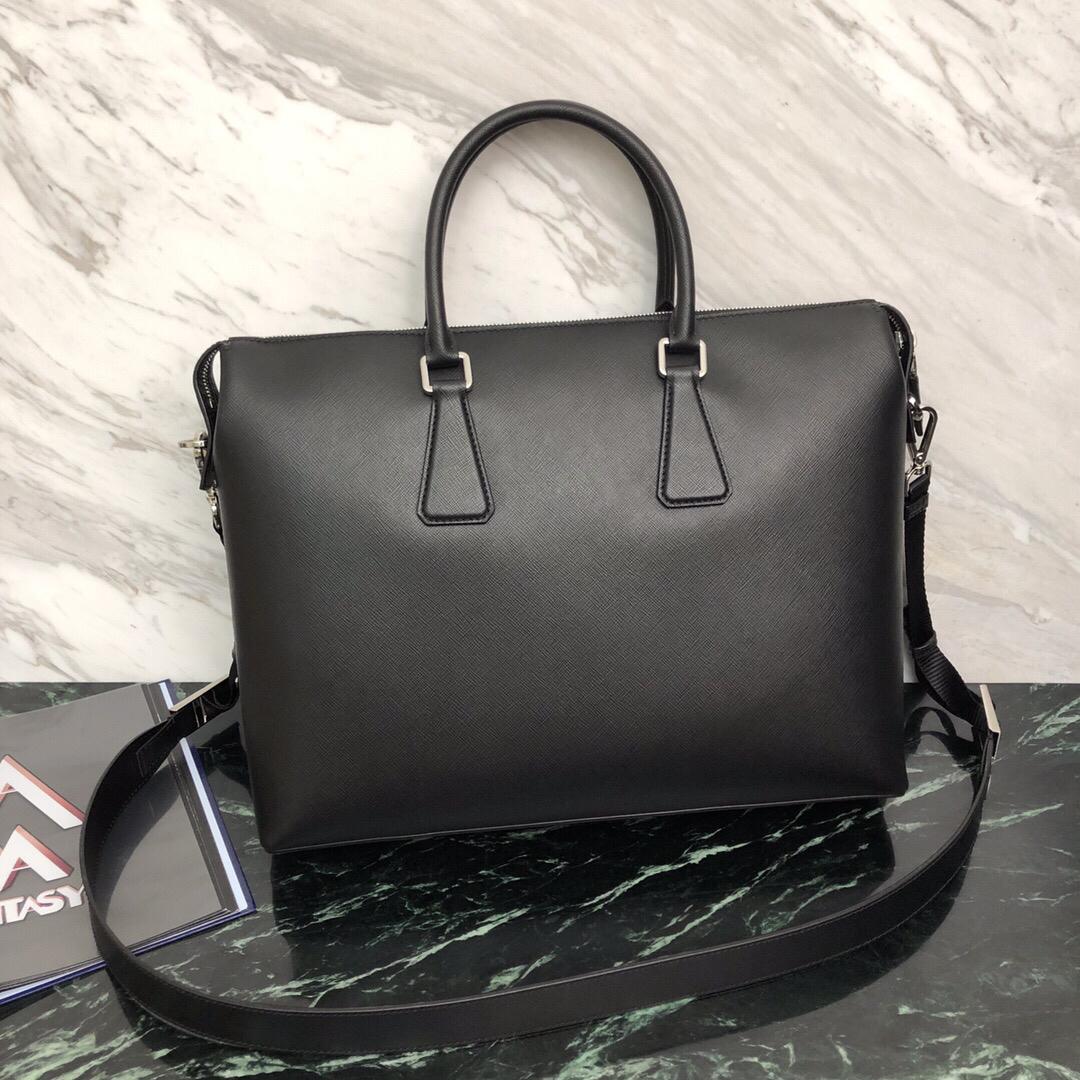 P家最新Saffiano皮革公文包2VG044 意大利原厂特殊香味十字纹搭配原厂鸵鸟皮 与ZP媲美的材质与手感