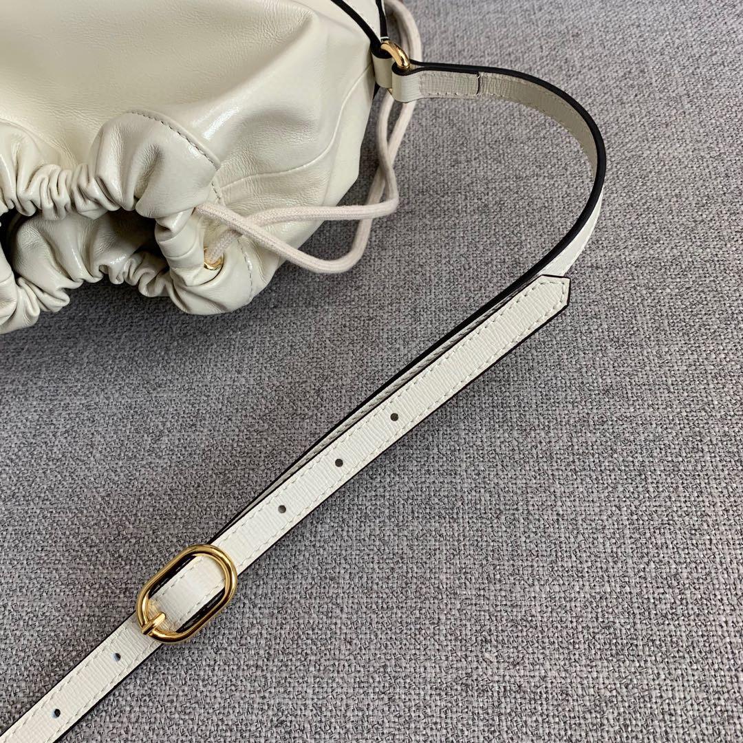 古奇包包批发 Gucci马衔扣白色1955系列圆桶包单肩斜捺女包25cm