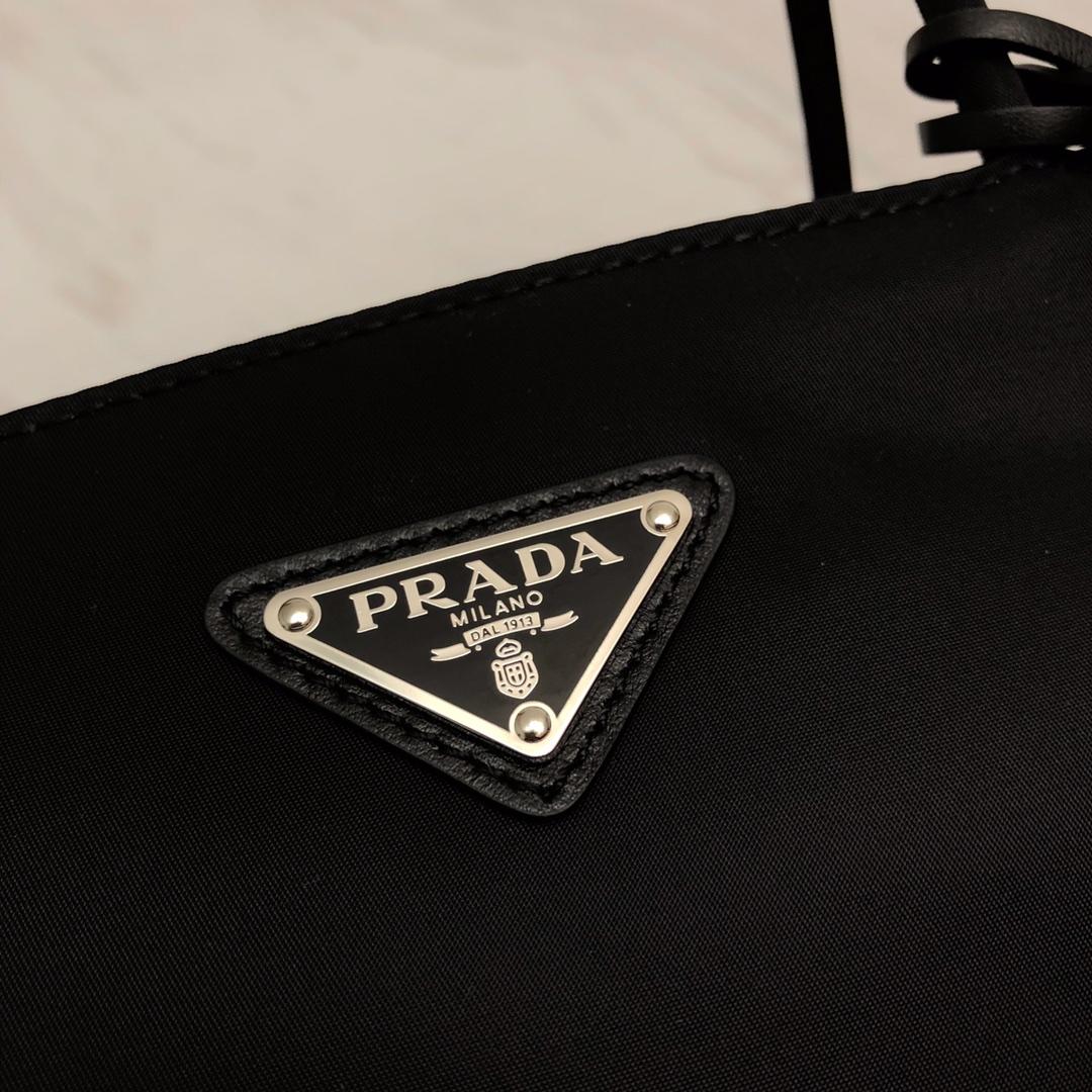 P家的hobo包1BG320 进口尼龙布轻便耐脏耐用 容量够大 实用性大