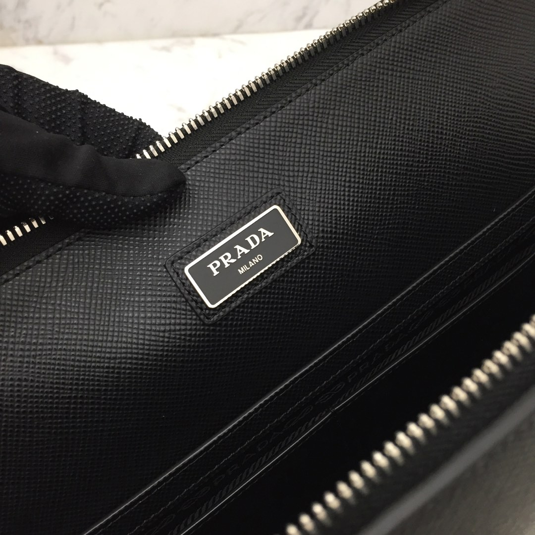 P家第一款最超薄的进口小牛皮公文包2VN006 双手柄可拆可调式皮革肩带