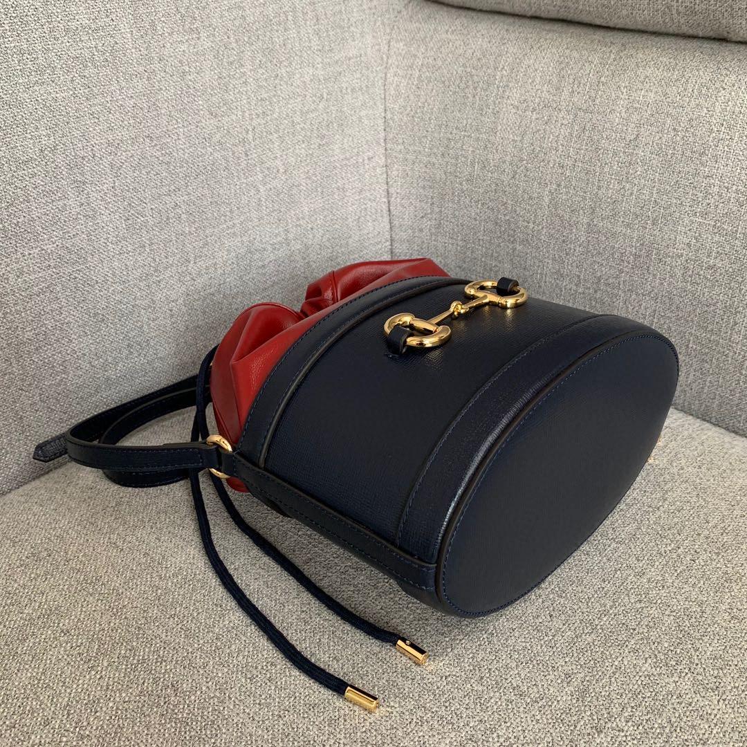 古驰新款女包 Gucci1955系列马衔扣圆桶包斜挎包蓝色拼红色25cm