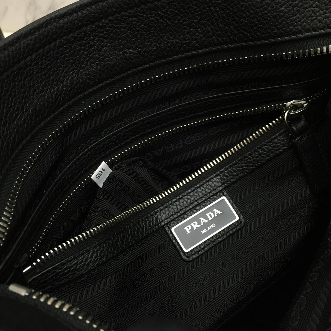 P家最新款男包2VH053 进口木纹牛皮 可调式编织织物肩带 里配肩垫 外散字唛五金
