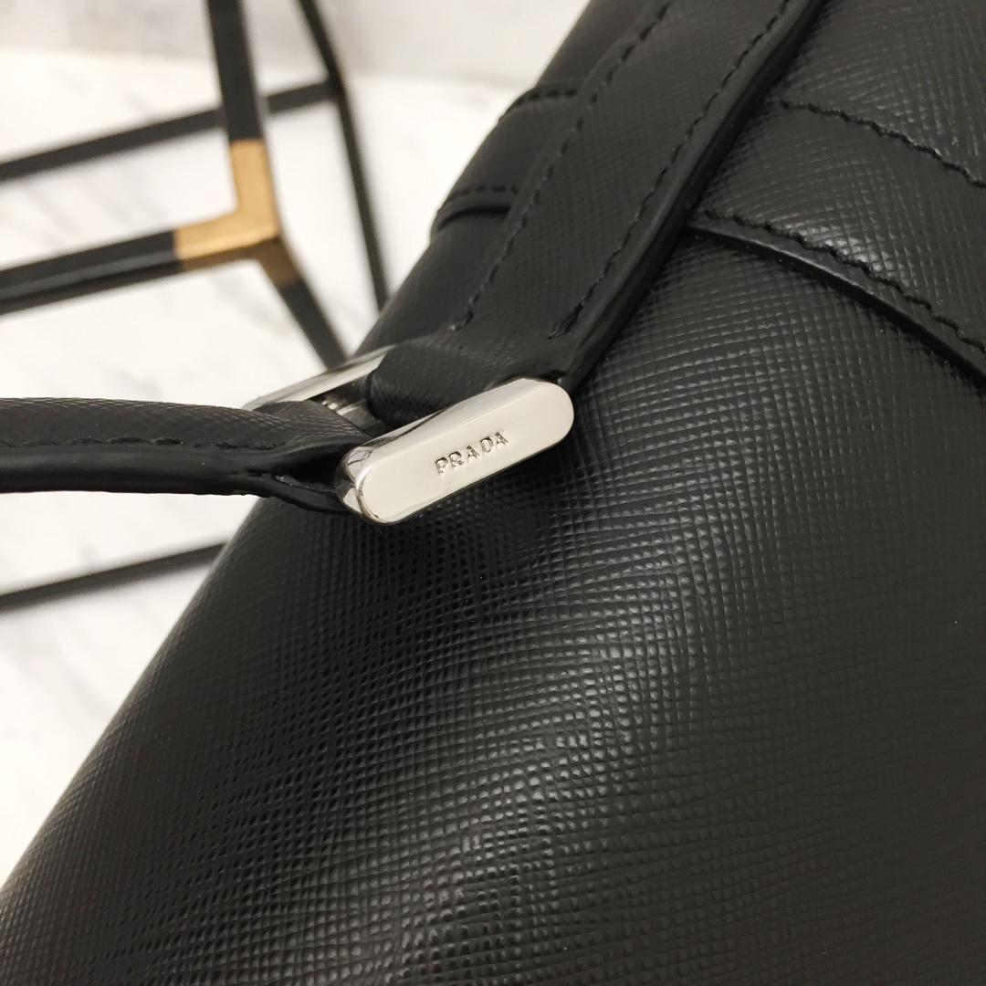 最新款P家Saffiano皮革公文包2VB004 十字纹+lampo 拉链 可拆可调式皮肩带 抛光不锈钢五金配件