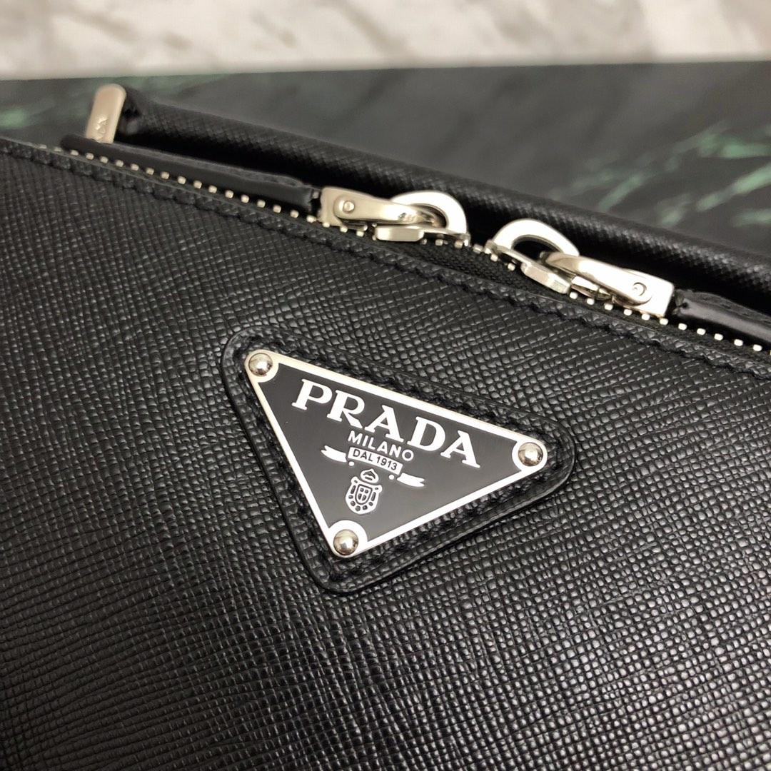 P家雅致的Saffiano皮革单肩包2VH070 内部徽标牌 外部三角形搪瓷徽标 徽标衬里
