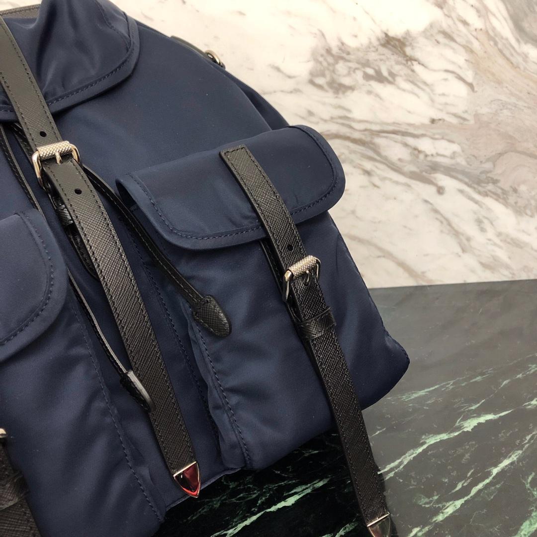 P家最新走秀款双肩包1BZ063 新颖设计 潮流洋气 进口防水帆布 原单牛皮配色