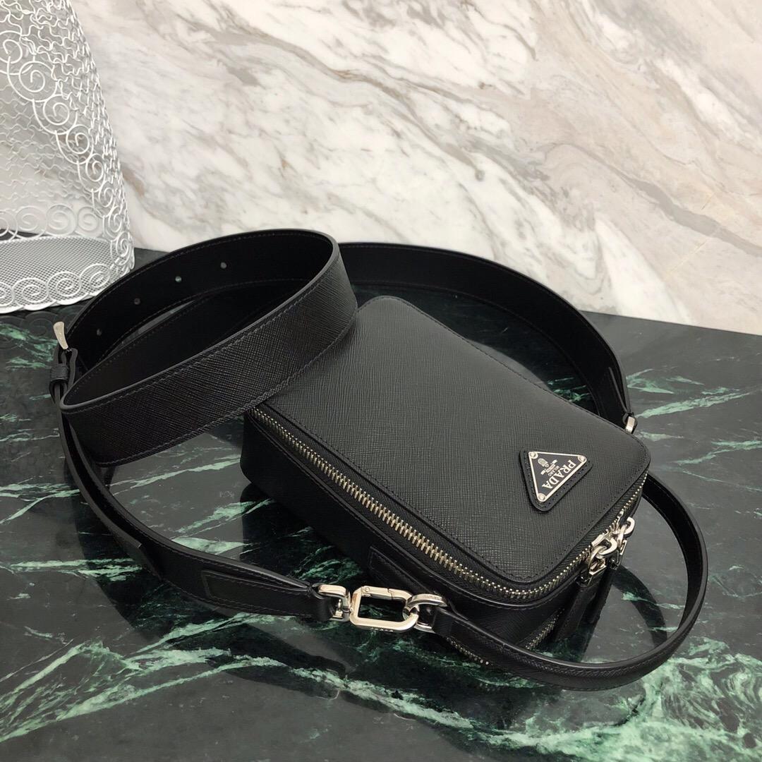 P家雅致的Saffiano皮革单肩包2VH067 内部徽标牌 外部三角形搪瓷徽标 徽标衬里