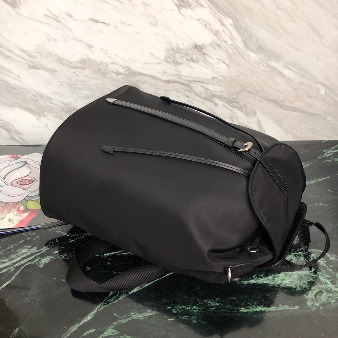 P家最新款尼龙双肩包1BZ069 经典包型 尼龙材质 进口防水布 Saffiano皮革饰边