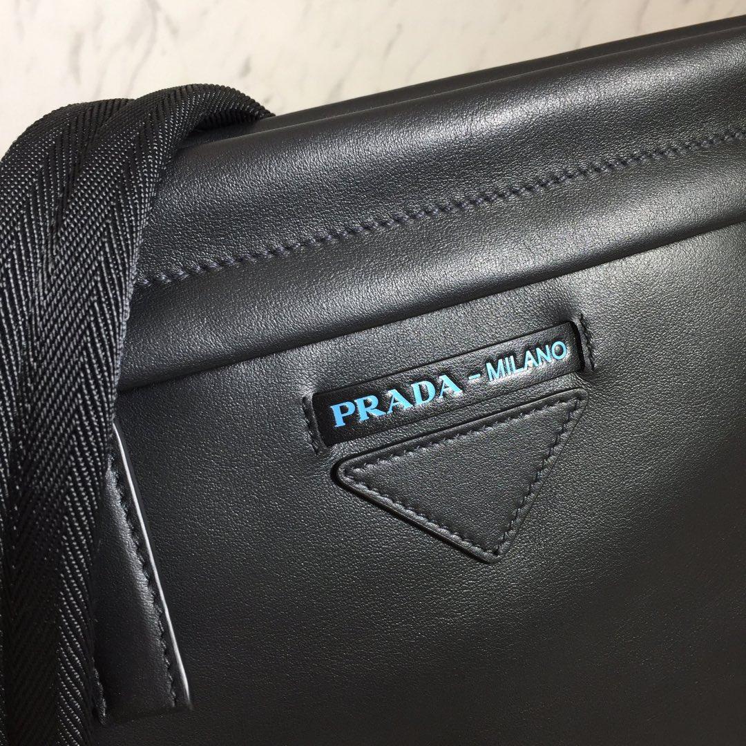 PRADA厂家批发 最新款男包2VH055 进口小牛皮 可调式编织织物肩带 里配肩垫