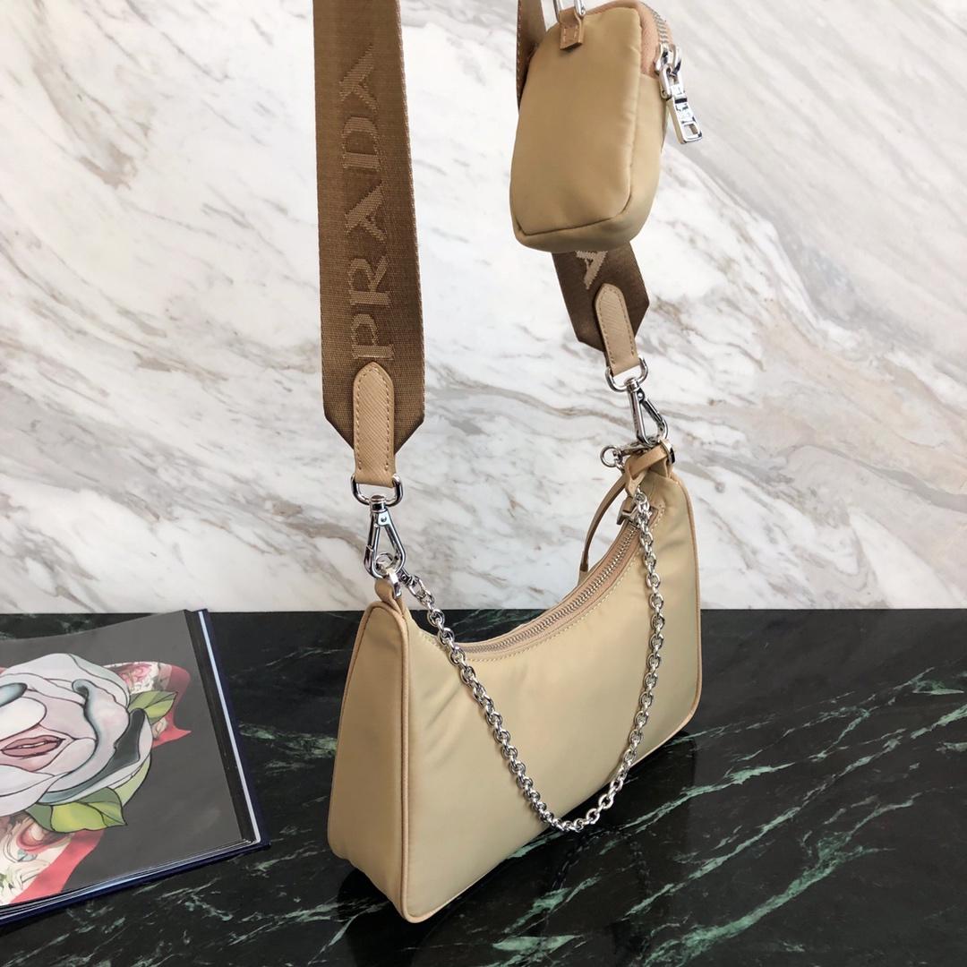 P家史上最完美hobo包1BH204 尼龙布材质轻便舒适 可以当挂饰的零钱包
