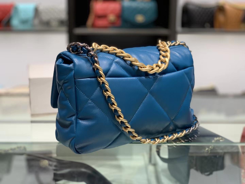 Chanel(香奈儿)19 口盖包 # 蓝色 小羊皮 26cm