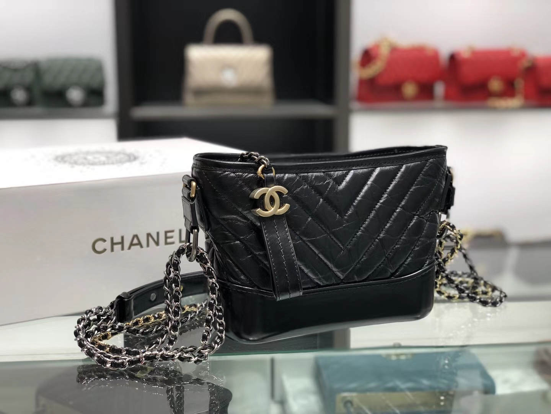 Chanel(香奈儿)𝖌𝖆𝖇𝖗𝖎𝖊𝖑𝖑𝖊 # 流浪包〔黑色V纹〕20cm
