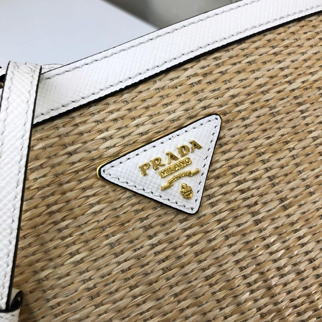 2020早春新款菲草系列1BA212 P家最新款double手袋 水桶型购物袋 覆式磁扣扣合的中央口袋