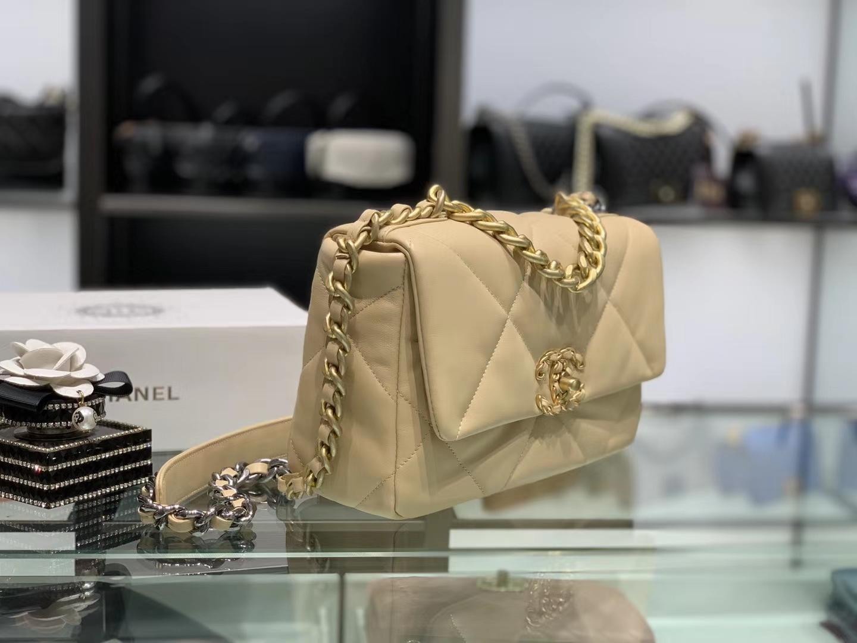 Chanel(香奈儿)19 口盖包 # 杏仁色 小羊皮 26cm
