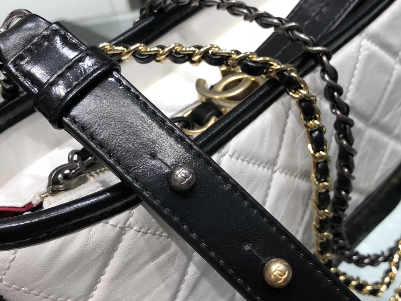Chanel(香奈儿)𝖌𝖆𝖇𝖗𝖎𝖊𝖑𝖑𝖊 # 流浪包〔黑配白菱格〕20cm