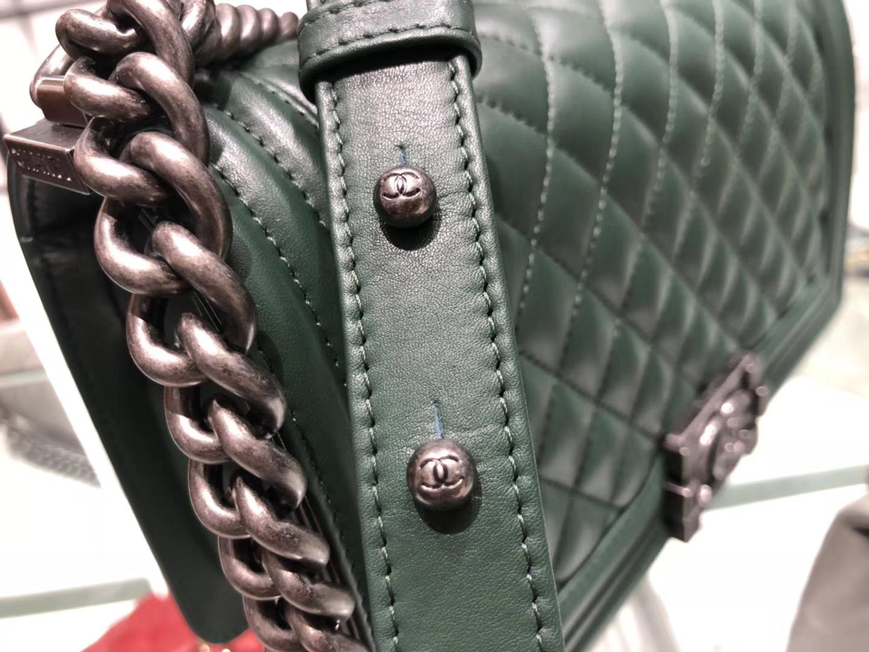 Chanel(香奈儿)Leboy # 小羊皮皮配搭复古砂银 森林绿 25cm