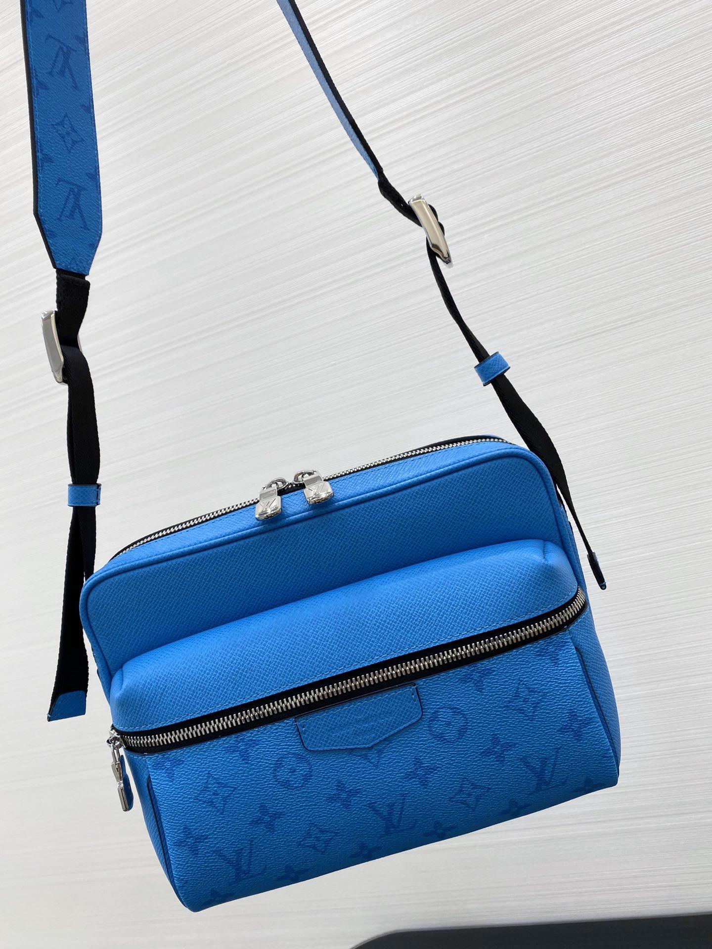LV最新Taigarama系列新色荧光蓝43843 结合了品牌经典的taiga皮质和Monogram帆布
