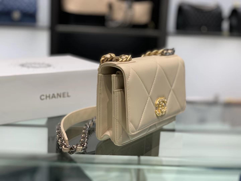 Chanel(香奈儿)19 手袋 woc 链子晚宴包 杏仁色 金扣