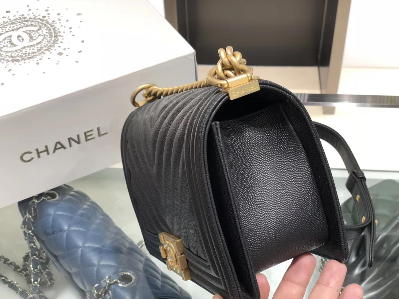 Chanel(香奈儿)Leboy # 细球纹小牛皮配搭复古砂金 黑色 斜纹 25cm