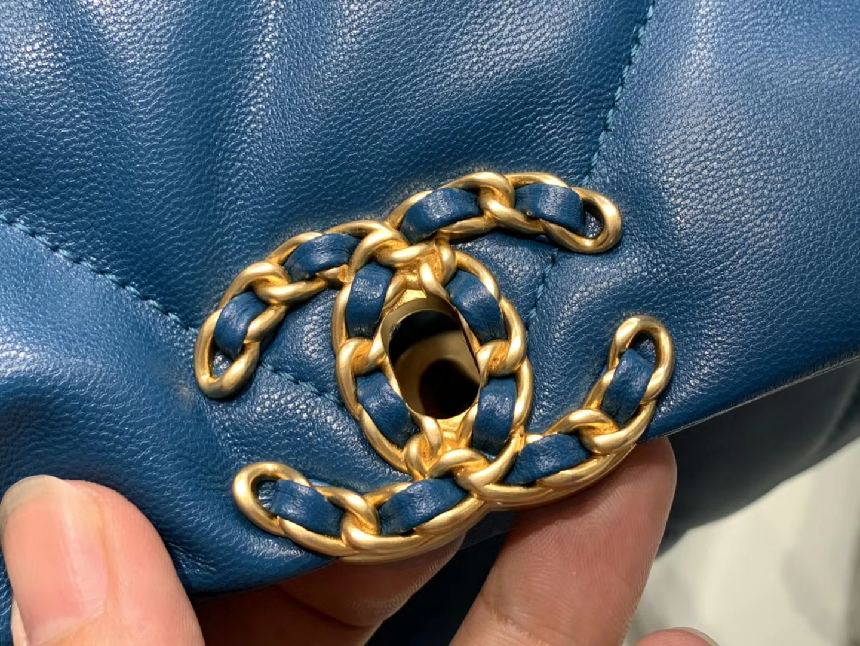 Chanel(香奈儿)Chanel(香奈儿)19 口盖包 # 蓝色 小羊皮 26cm 口盖包 # 蓝色 小羊皮 26cm