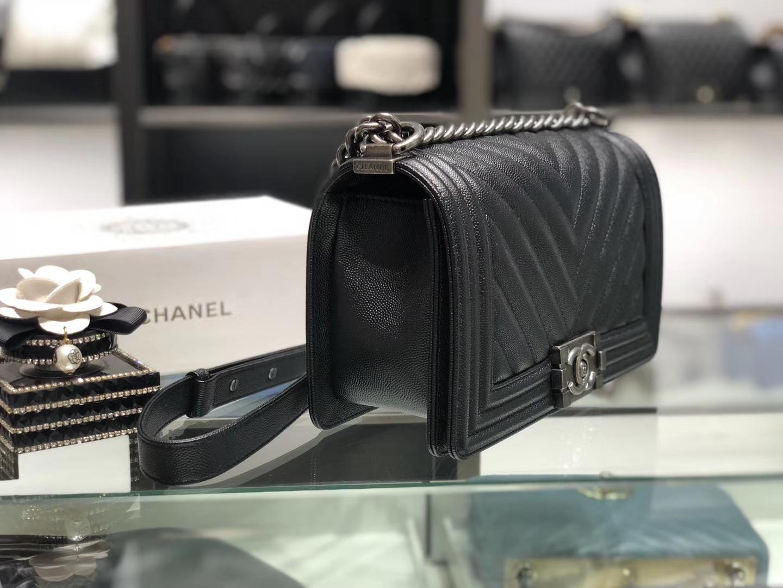 Chanel(香奈儿)Leboy # 细球纹小牛皮配搭复古银 黑色 斜纹 25cm