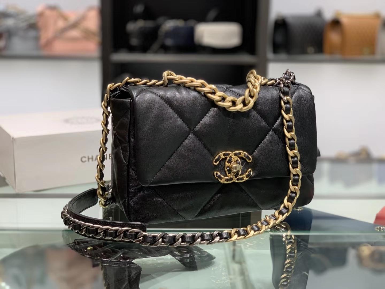 Chanel(香奈儿)19 口盖包 # 黑色 小羊皮 26cm