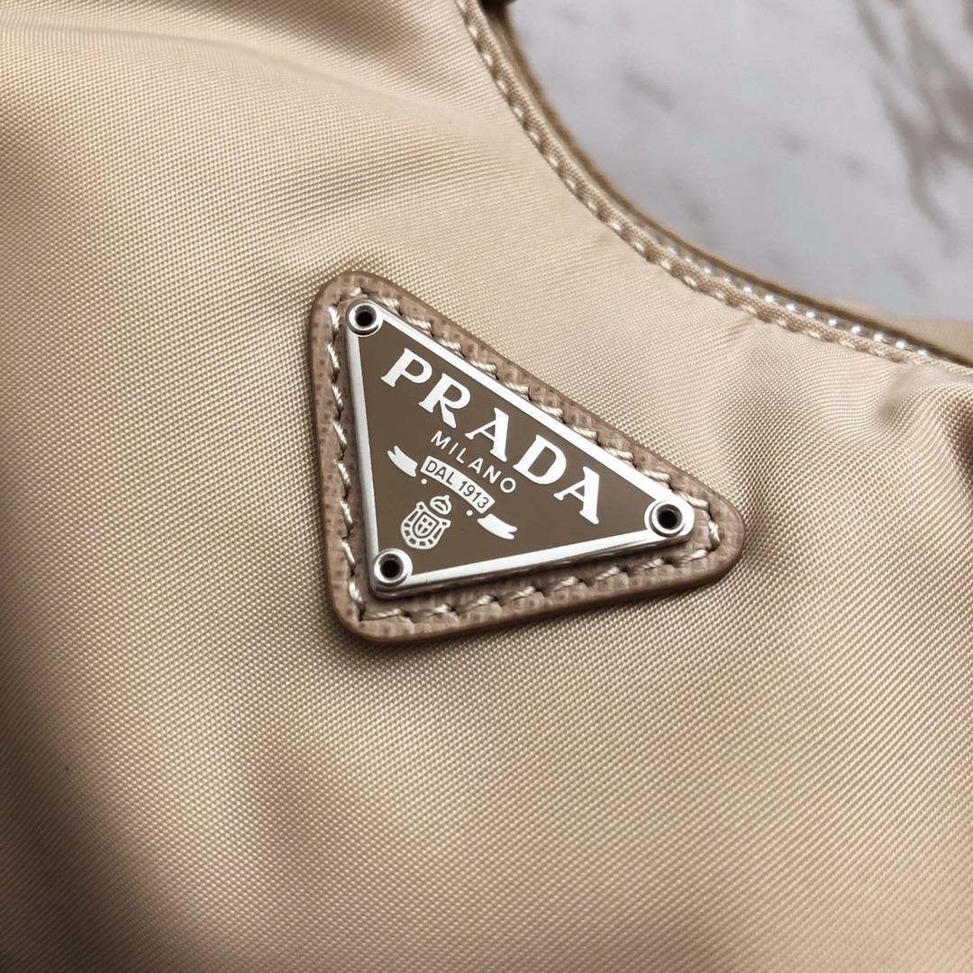 P家最新Hobo云朵腋下包1BH172 意大利进口布料 不锈钢三角唛 不锈钢四方唛