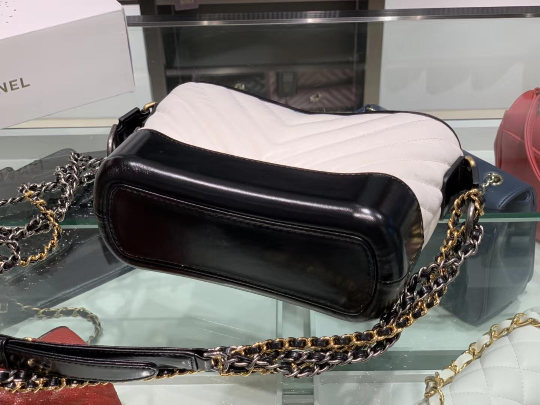 Chanel(香奈儿)𝖌𝖆𝖇𝖗𝖎𝖊𝖑𝖑𝖊 # 流浪包〔黑配白V纹〕20cm
