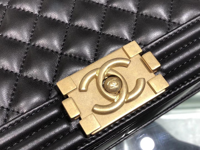 Chanel(香奈儿)Leboy # 小羊皮配搭复古砂金 黑色 25cm