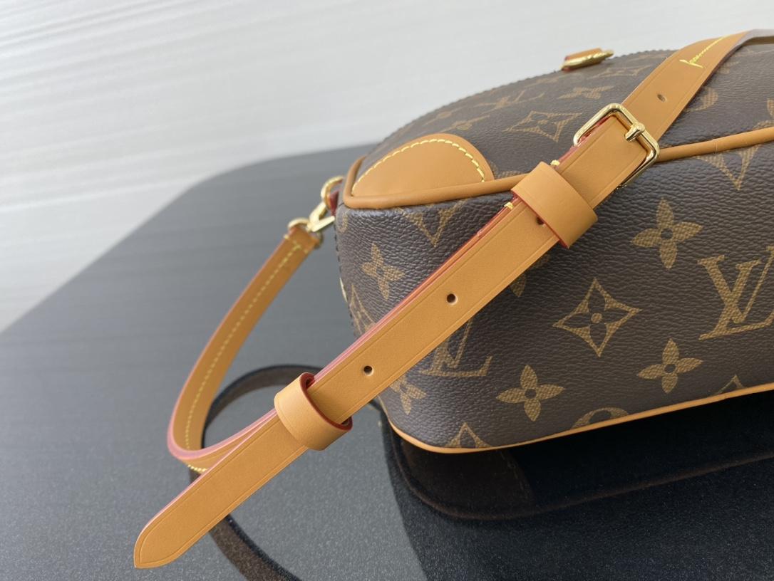 LV包包 2020年春夏秀场Mini Luggage45228 隽永的Monogram帆布勾勒精巧构型