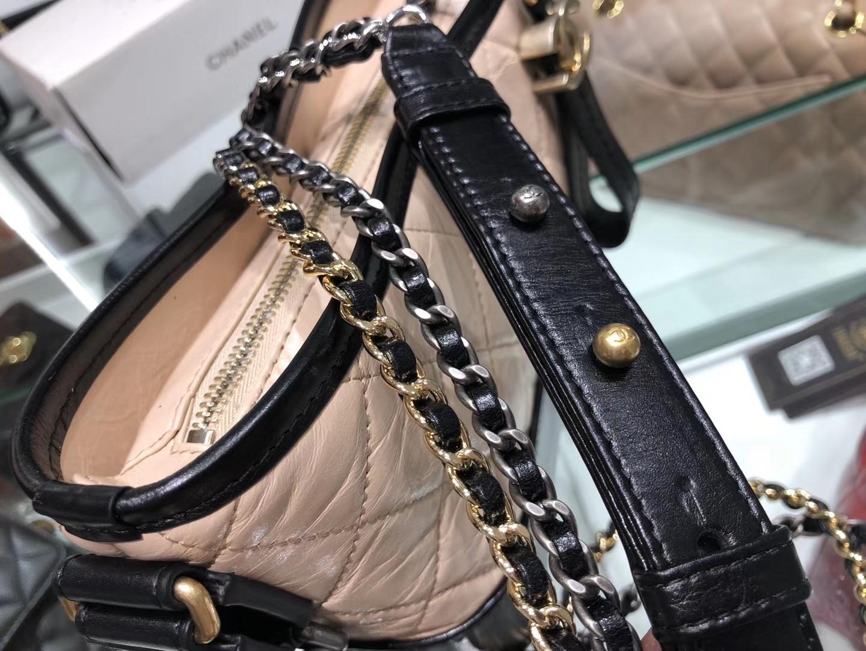Chanel(香奈儿)𝖌𝖆𝖇𝖗𝖎𝖊𝖑𝖑𝖊 # 流浪包〔黑配杏菱格〕20cm