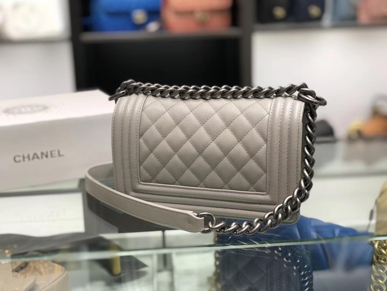 Chanel(香奈儿)Leboy # 球纹皮配搭复古银 奶昔白 20cm