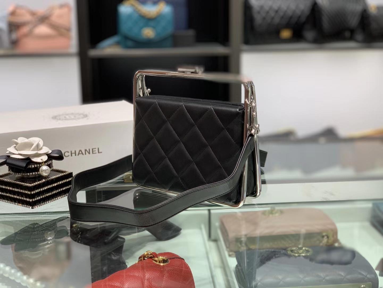 Chanel(香奈儿)2020 # 华丽优雅的钢饰框架式晚宴包 黑色 18-19.5-8.5cm