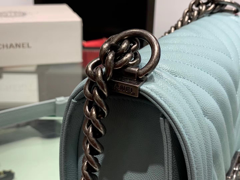 Chanel(香奈儿)Leboy # 小牛皮配搭复古砂金【V纹】薄荷蓝 25cm