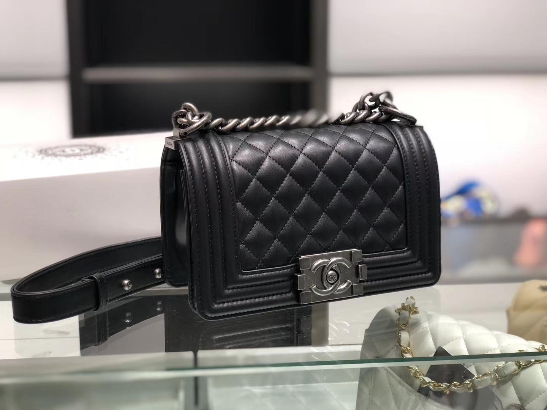 Chanel(香奈儿)Leboy # 小羊皮配搭复古砂银 黑色 菱格 20cm