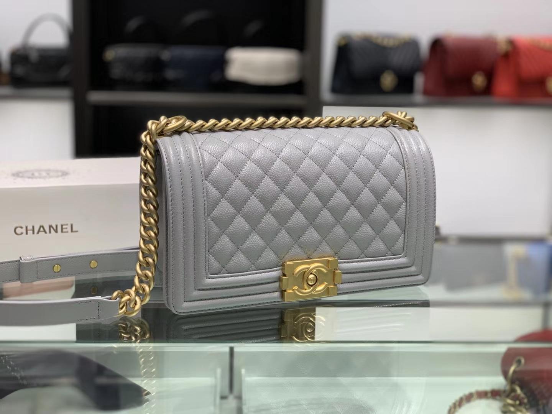 Chanel(香奈儿)Leboy # 小牛皮配搭复古砂金 浅灰色 25cm