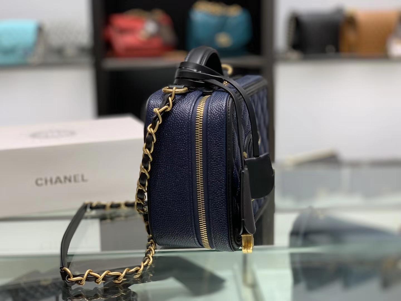 Chanel(香奈儿)化妆盒子包 黑色拼蓝色 金扣 21cm