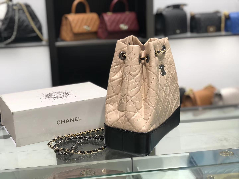 Chanel(香奈儿)𝖌𝖆𝖇𝖗𝖎𝖊𝖑𝖑𝖊 # 流浪背包〔黑配杏菱格〕23×22.5×10.5cm