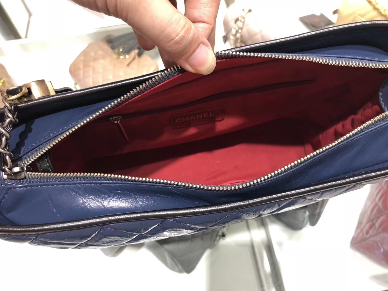 Chanel(香奈儿)𝖌𝖆𝖇𝖗𝖎𝖊𝖑𝖑𝖊 # 流浪包〔黑配蓝菱格〕28cm