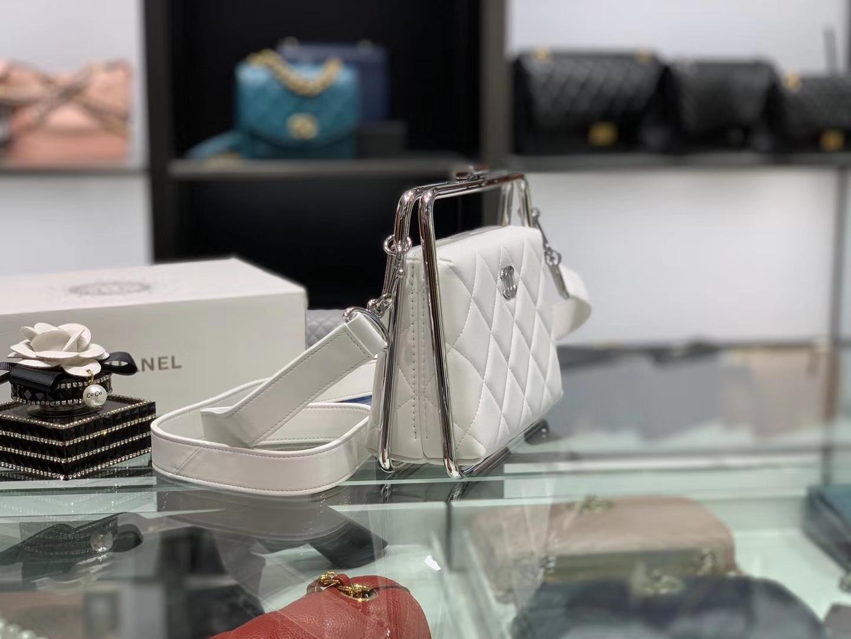 Chanel(香奈儿)2020 # 华丽优雅的钢饰框架式晚宴包 珍珠白 18-19.5-8.5cm