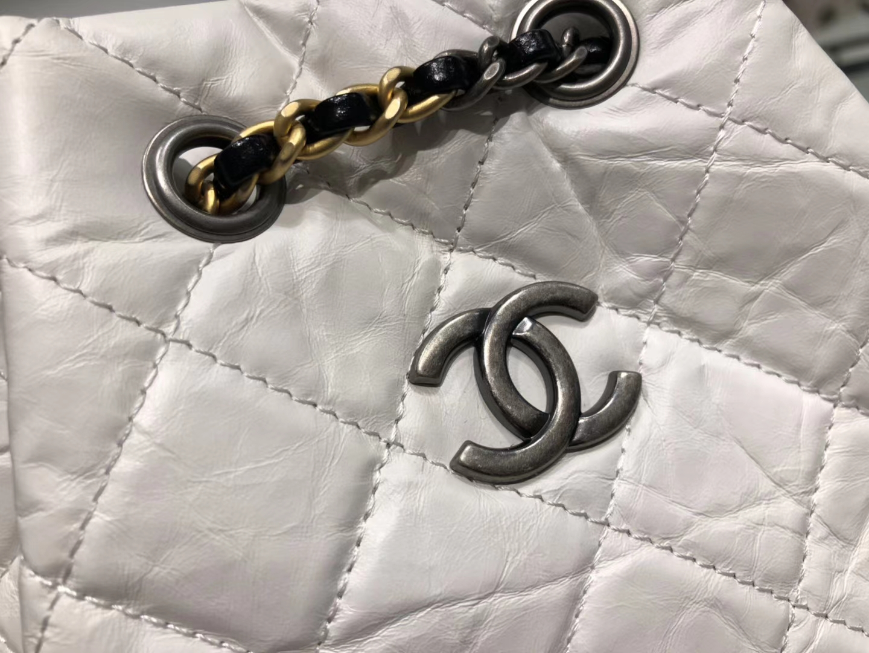 Chanel(香奈儿)𝖌𝖆𝖇𝖗𝖎𝖊𝖑𝖑𝖊 # 流浪背包〔黑配白菱格〕23×22.5×10.5cm