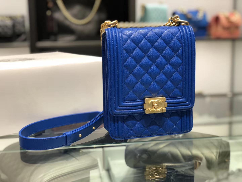 Chanel(香奈儿)竖款Leboy # 电光蓝配搭复古五金 19.5×16×6cm