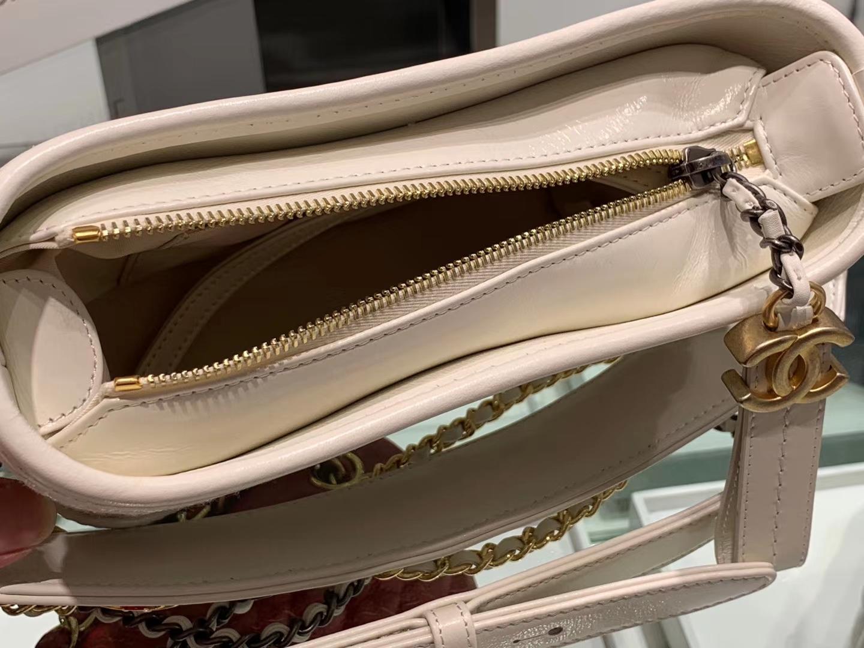 Chanel(香奈儿)𝖌𝖆𝖇𝖗𝖎𝖊𝖑𝖑𝖊 # 流浪包 白色〔镂空花纹〕20cm