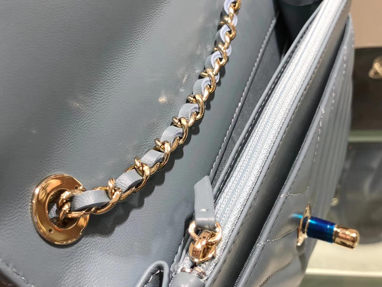 Chanel(香奈儿)trendy cc系列 手袋 woc 链子晚宴包 浅灰蓝 V纹 金扣 19cm