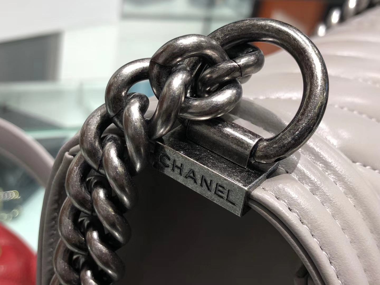 Chanel(香奈儿)Leboy # 羊牛皮配搭复古砂银【羊皮V格】斑鸠灰 25cm