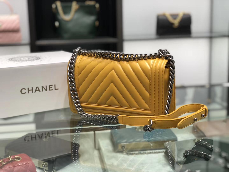 Chanel(香奈儿)Leboy # 羊牛皮配搭复古砂银【羊皮V格】琥珀黄 25cm
