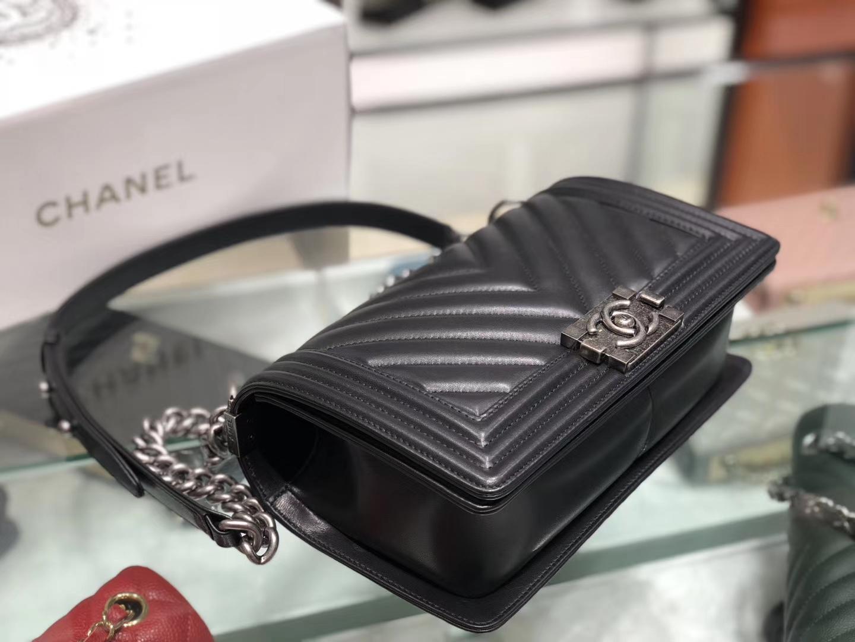 Chanel(香奈儿)Leboy # 羊牛皮配搭复古砂银【羊皮V格】黑色 25cm
