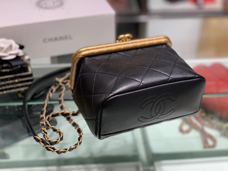 Chanel(香奈儿)2020 当季最火 磁铁搭扣包 黑色 大号